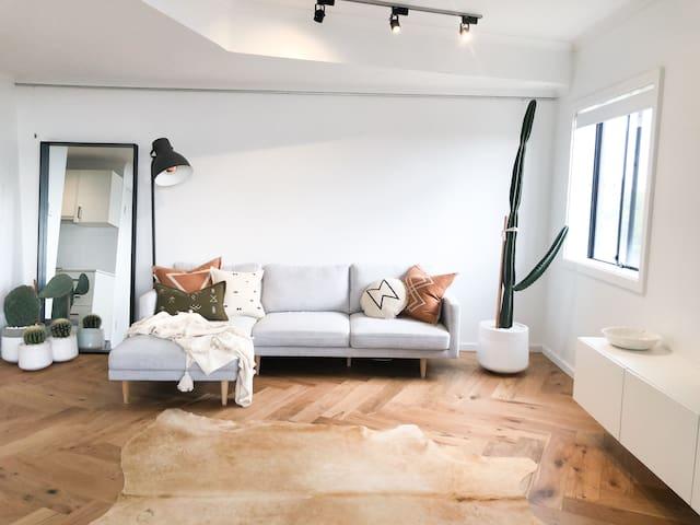 Desert inspired luxe apartment overlooking Newtown