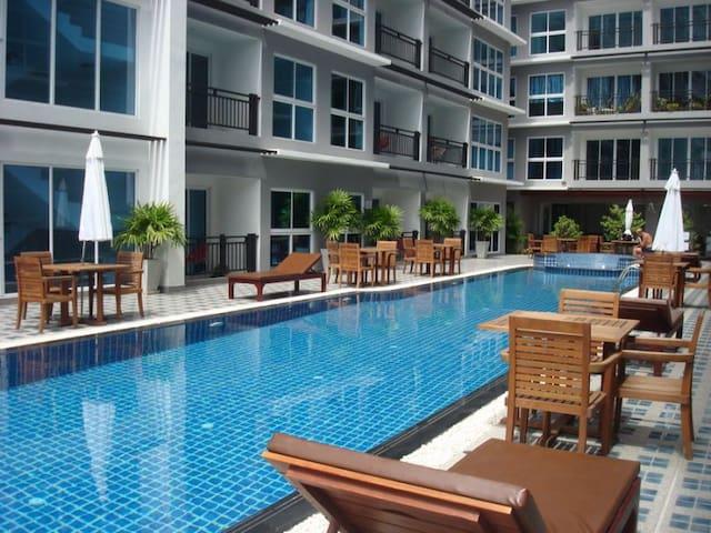 Pool Access spacious Apt. near LK Metro/Free Wifi