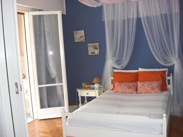 Spacious cosy private room - Athina - Apartment
