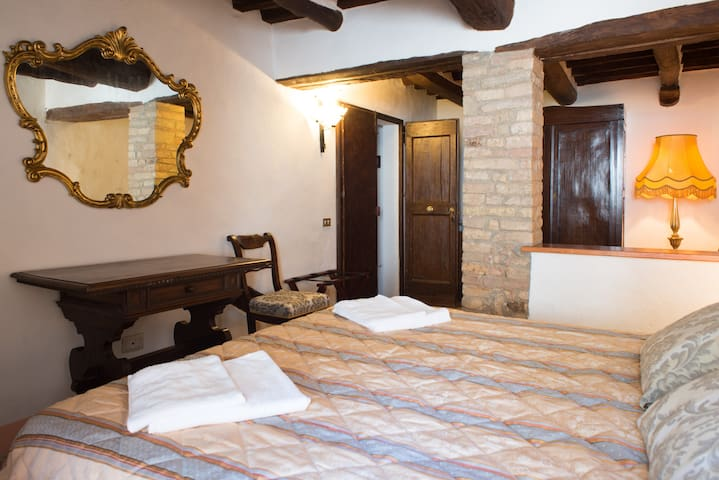 san gimignano private accomodation fast wifi /8