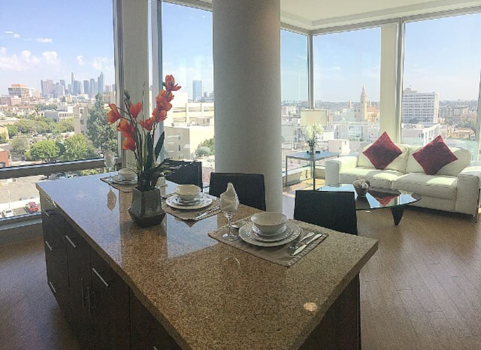 Million dollar views from luxury high rise apartments for Highrise apartments in los angeles