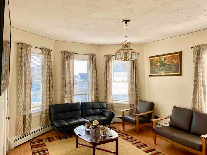 Charming & Mins to Atwells/Fed Hill & Colleges