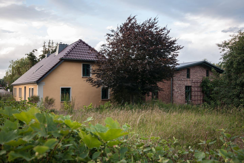 Das 200 Jahre alte Lehmstampfhaus.