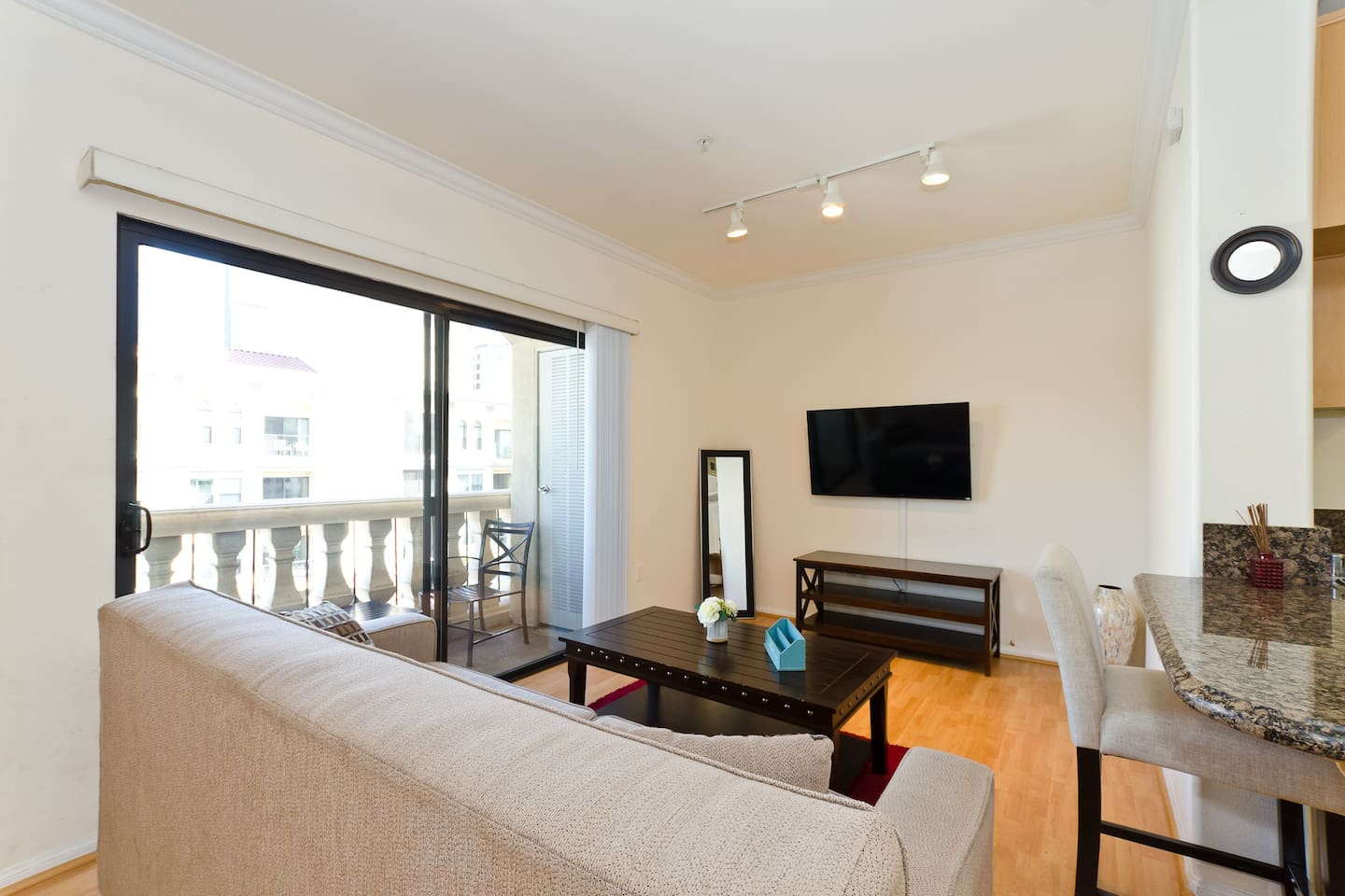 cute and cozy luxury studio suite apartments for rent in los
