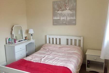 Light double room in modern home in Gloucester - Brockworth
