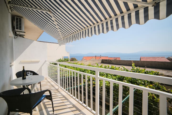 Tilda - One Bedroom Apt with Balcony and Sea View