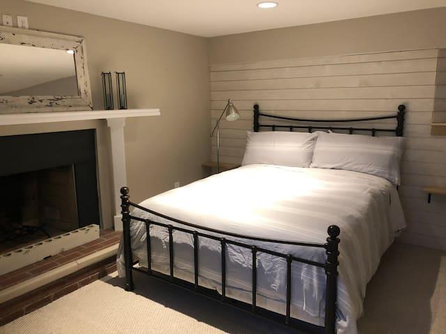Studio #2 - Bedroom 2, Queen Bed