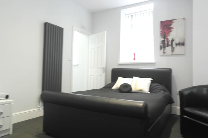En Suite Rooms in the vibrant Princes Avenue area