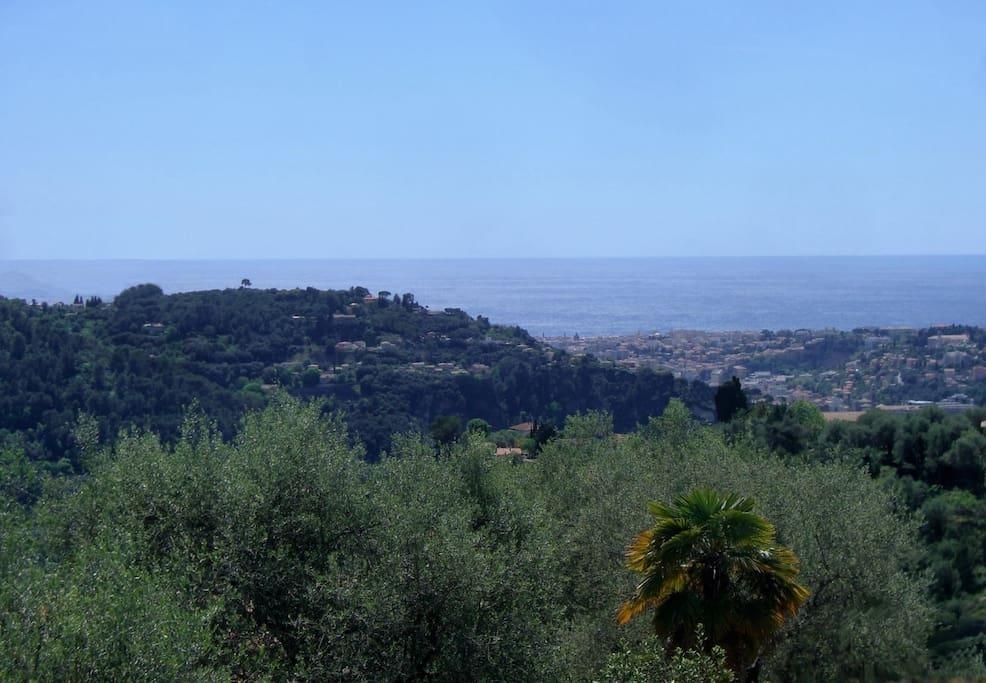 la vue de la terrasse sur Nice