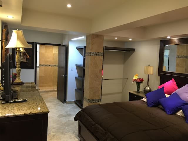 Luxury Suite! Rio, 5 Min from U.S. (G-1)