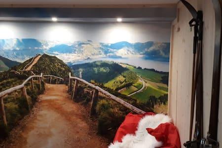 Gudruns Skihüttenzimmer in Autobahnnähe im UG