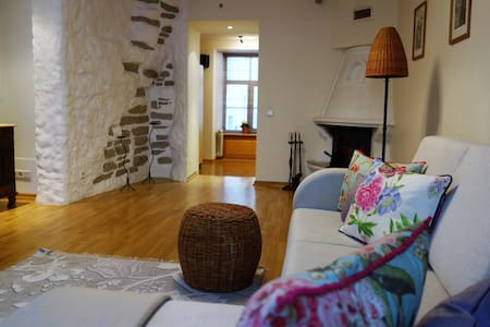 Old Town, Historic 72m2, fireplace and Jacuzzi. - Tallinn - Wohnung