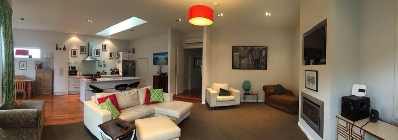 Modern Family home, fabulous indoor/outdoor flow!