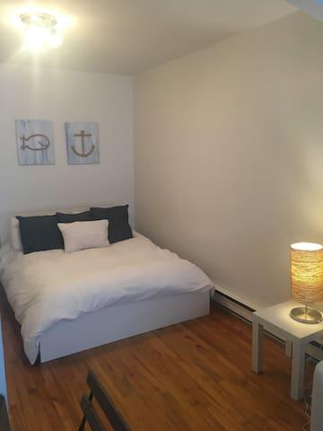Appartement fraîchement rénové près de tout à Qc