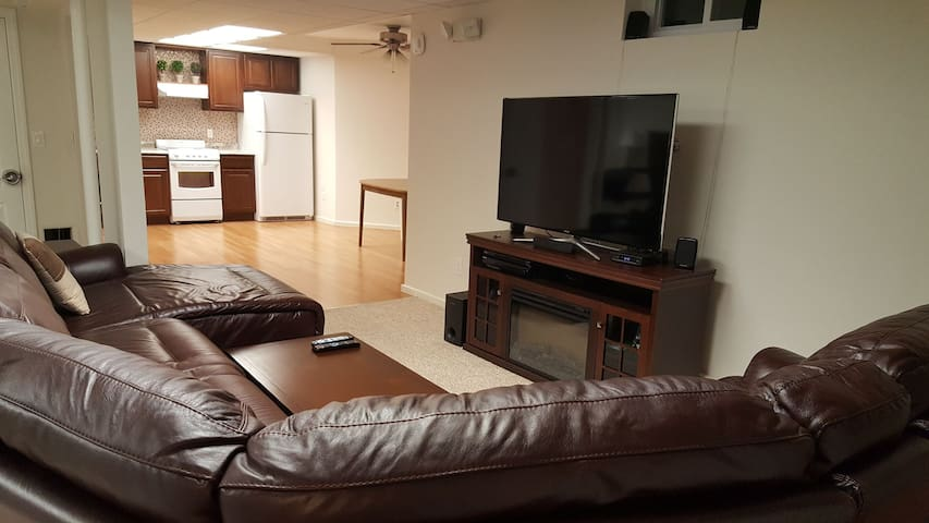 Lower-level comfy apt great for school or buisness