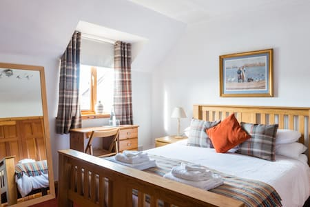 Friendly, quiet, comfy Kingsize room and breakfast - Forres