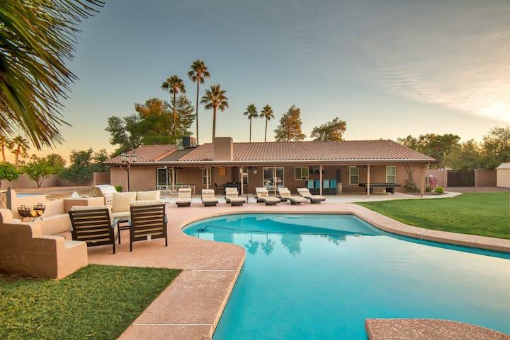 HUGE Backyard- 5BR- Heated pool, Outdoor Bar/Grill