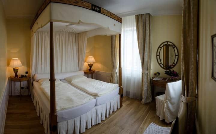 Hotel Snorrenburg GmbH, (Burbach), Doppelzimmer mit Dusche und WC