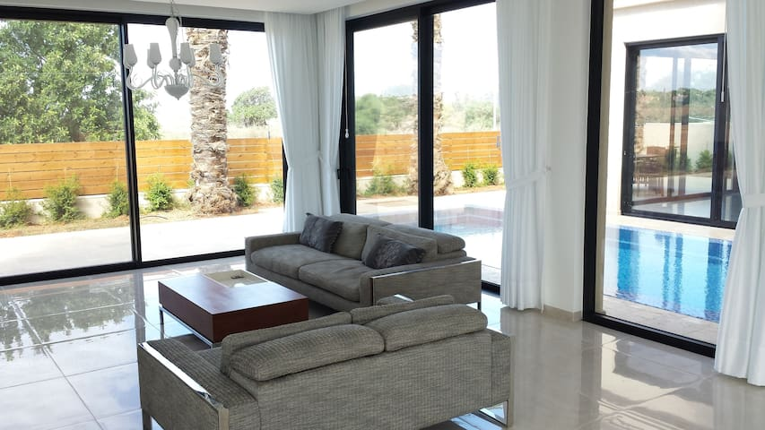 Modern Villa with Swimming Pool - Or Akiva - Flat
