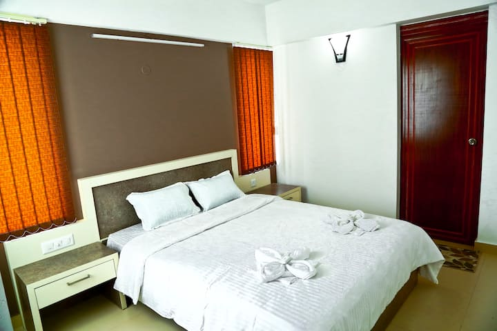 Service apartment near Infopark