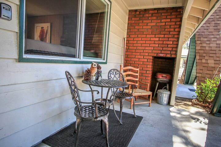 Owl Pine Lodge 1 BR Cozy Cottage Unit / Near Lake