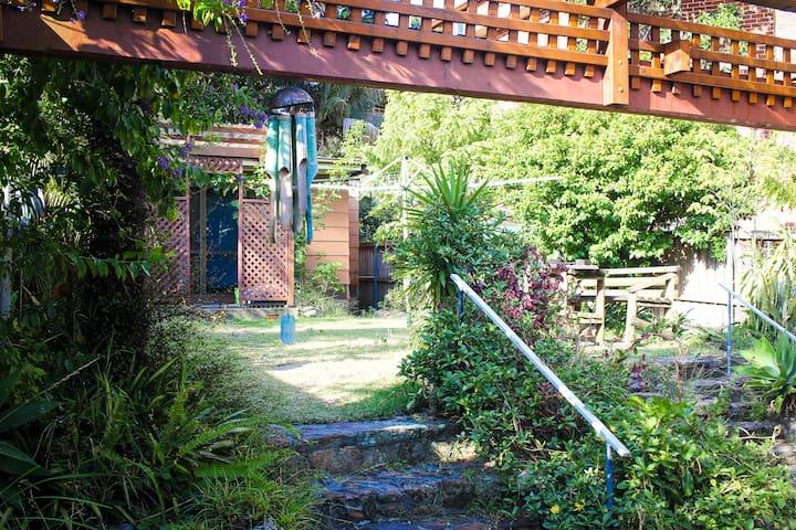 Big house with garden in Bondi - Bondi Beach - House