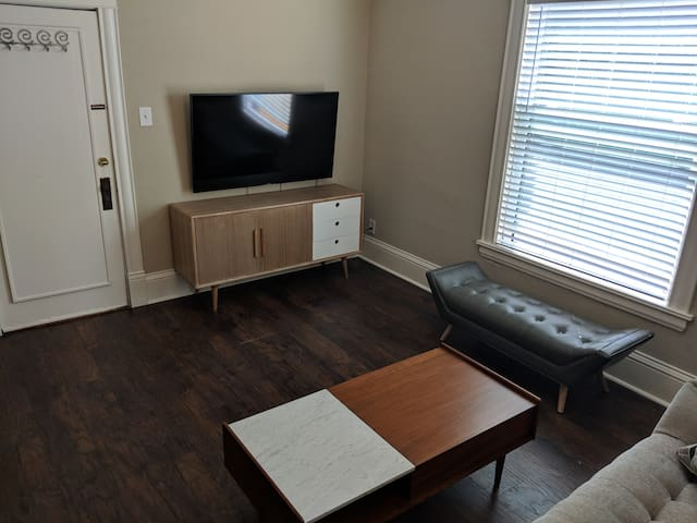 ***Updated Arts District Apt w/ Cable & Parking***