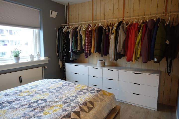Koselig rom i nyoppusset leilighet