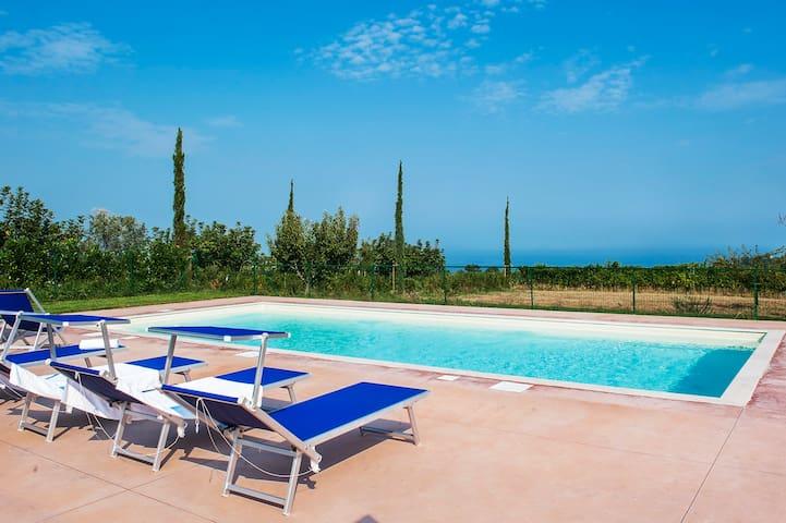 Family villa,pool,hilltop,near the sea,free wi-fi