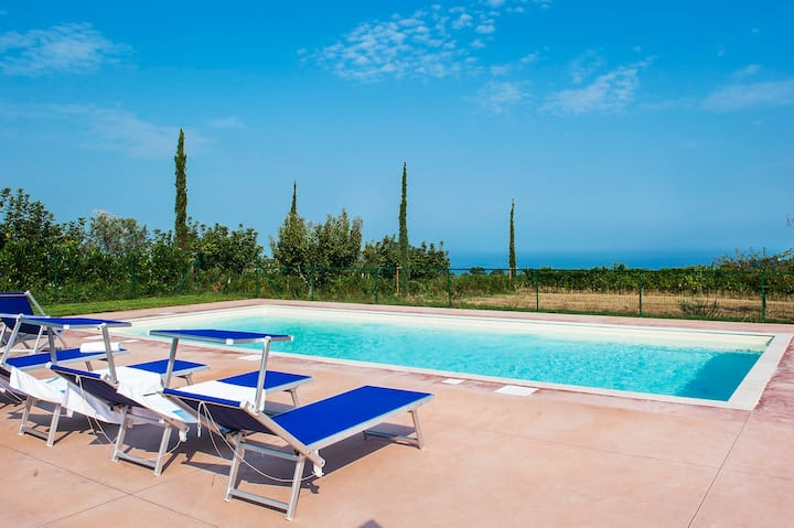 Family villa,pool,hilltop,near the sea,free wi-fi