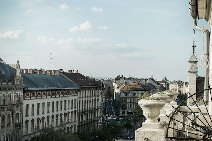 Grand Boulevard-flat above the city