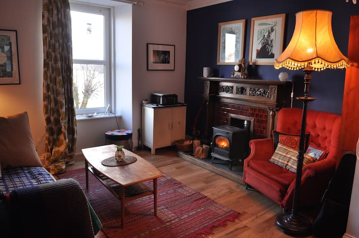 Lovely spacious one bedroom home by the sea - Tobermory