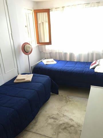 Habitacion con Baño y acceso privado independiente