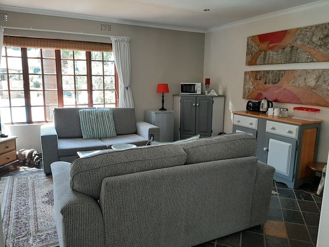 Fully Serviced Cottage in Northcliff/Fairland