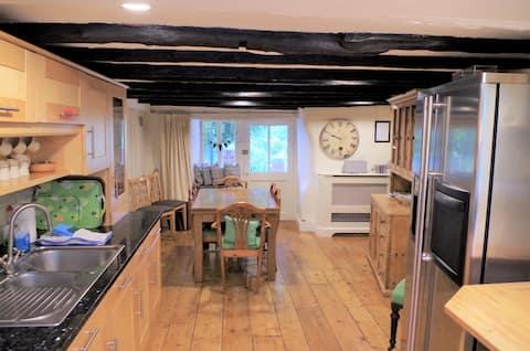 Beautiful 16th Century Farmhouse - sleeps 4