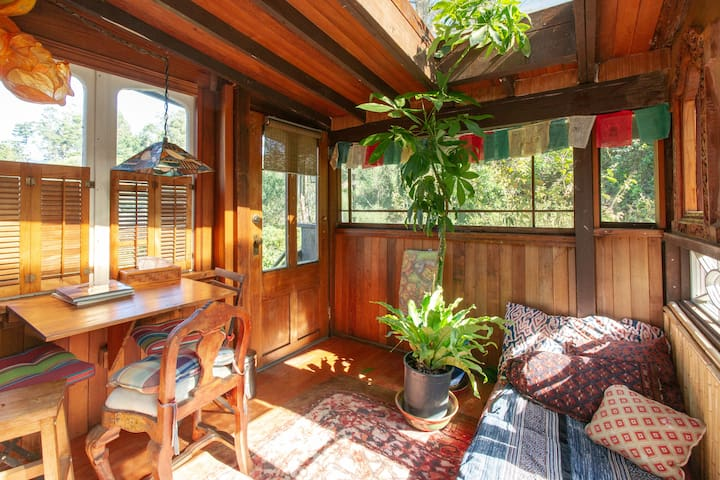 """Just A Minit"" Bolinas Cottage"