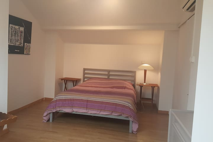 Chambre dans appartement en duplex