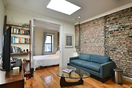 Sunny Private Bedroom in Prime West Village - New York