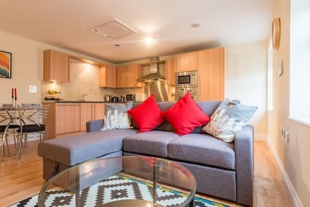 Wonderful 2-bedroom Seaside Apartment - Southend-on-Sea - Huoneisto