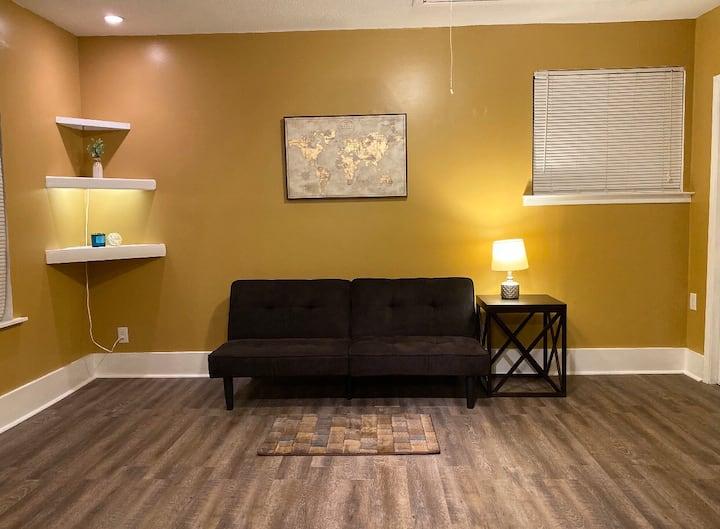 3 bedroom private home in Quiet nice Neighborhood