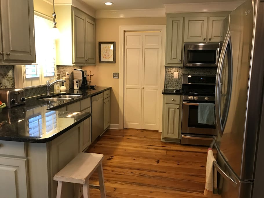 Fully equipped kitchen with gas stove, granite countertops, stainless appliances