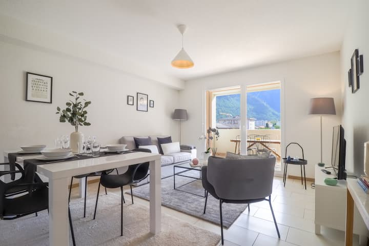 New apartment close to Martigny train station, self check-in