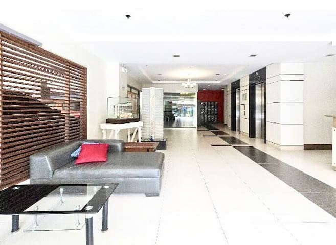 Vibrant Home w/ Balcony near IT Park, Ayala &SM ct