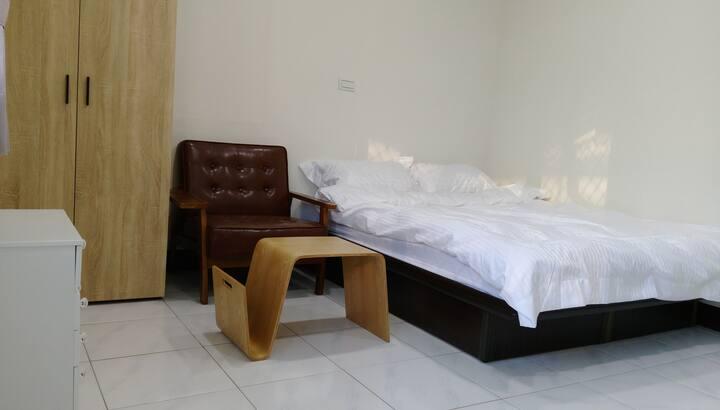 東寧清新套房   鄰近成功大學  有專用洗衣機專屬晾衣窗台  適合長期住宿