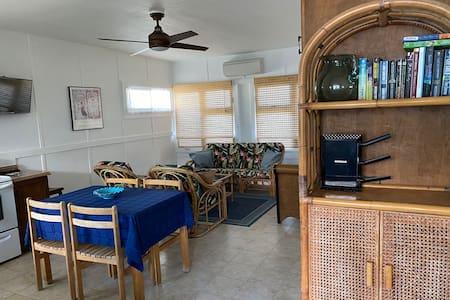 Kailua Beach Park - 2 BR Cottage
