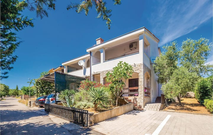 Stunning home in Pinezici with 2 Bedrooms