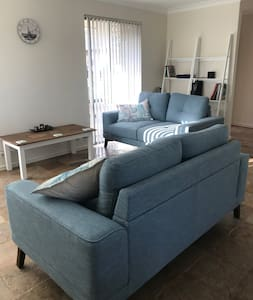 Stratford Guest House- Close to City, beach + wifi