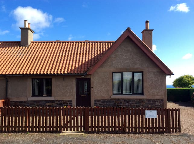 Templehall Cottage. Modern cottage with sea views - Scottish Borders