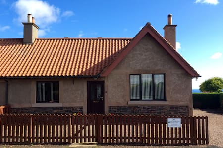Templehall Cottage. Modern cottage with sea views - Scottish Borders - Casa