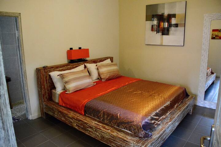 Perfect place, comfy & peaceful #1 in Ganesh Lodge - Manggis - Bed & Breakfast